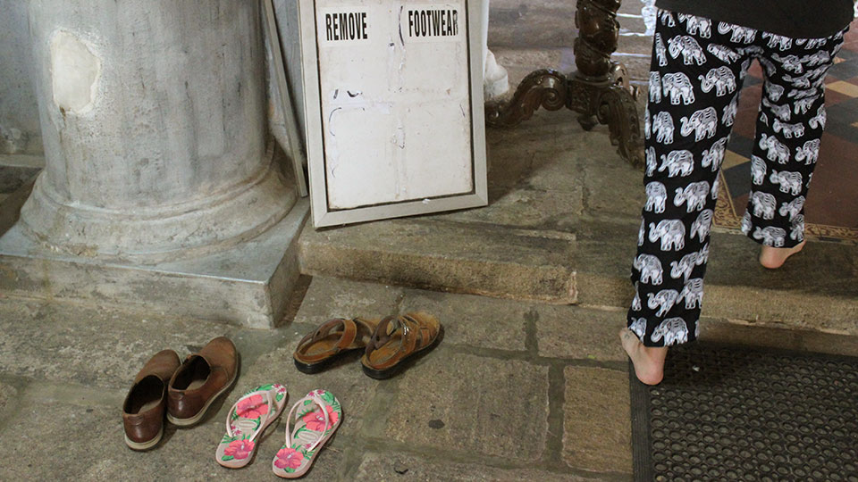 Remove your shoes at temples and sites in India
