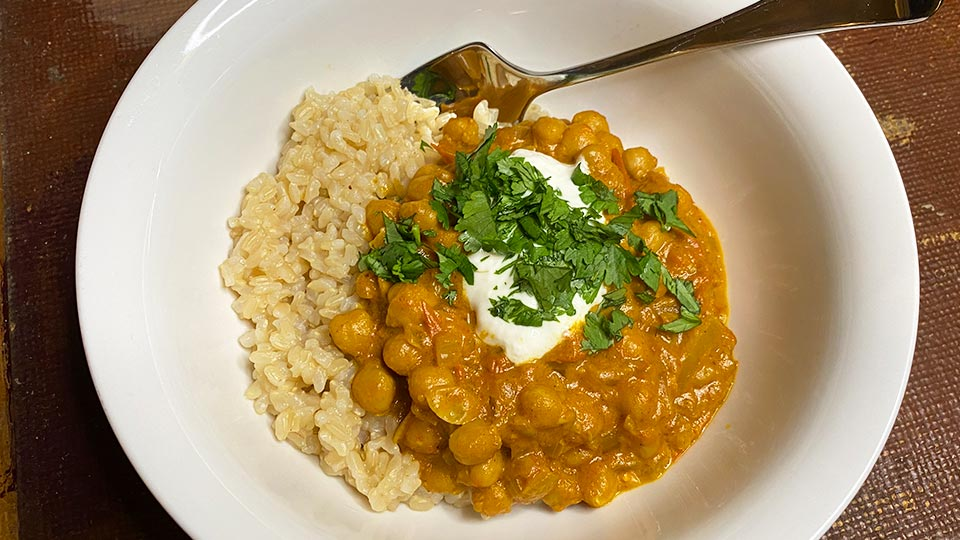 Warming chickpea coconut curry - SHE DEFINED