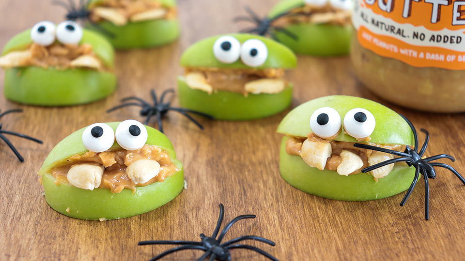 Halloween recipe - apple monsters