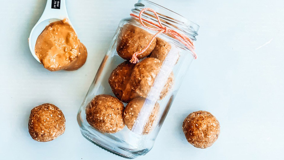Hot cross bun protein balls