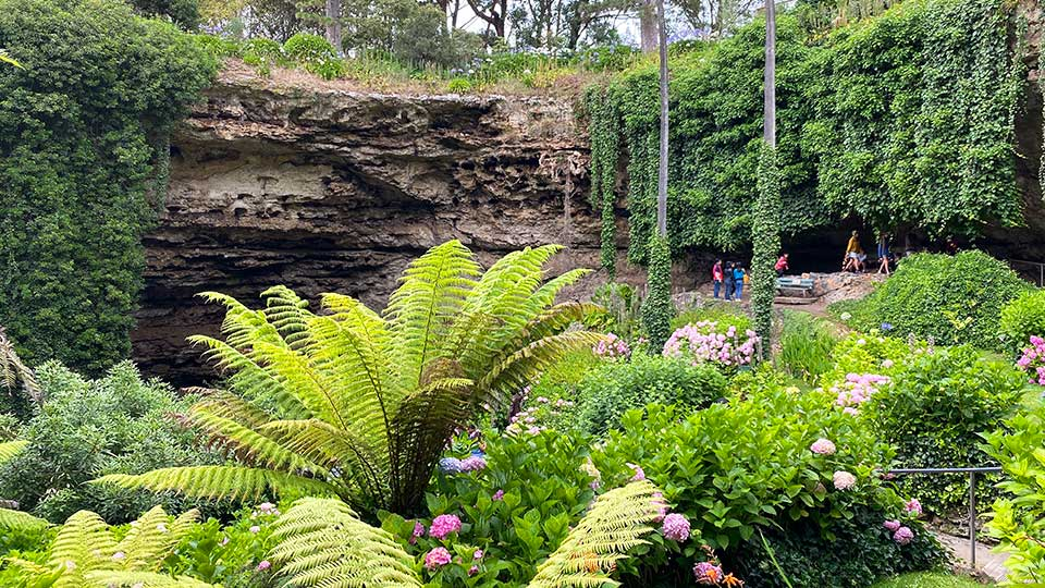 Travel guide to Mount Gambier