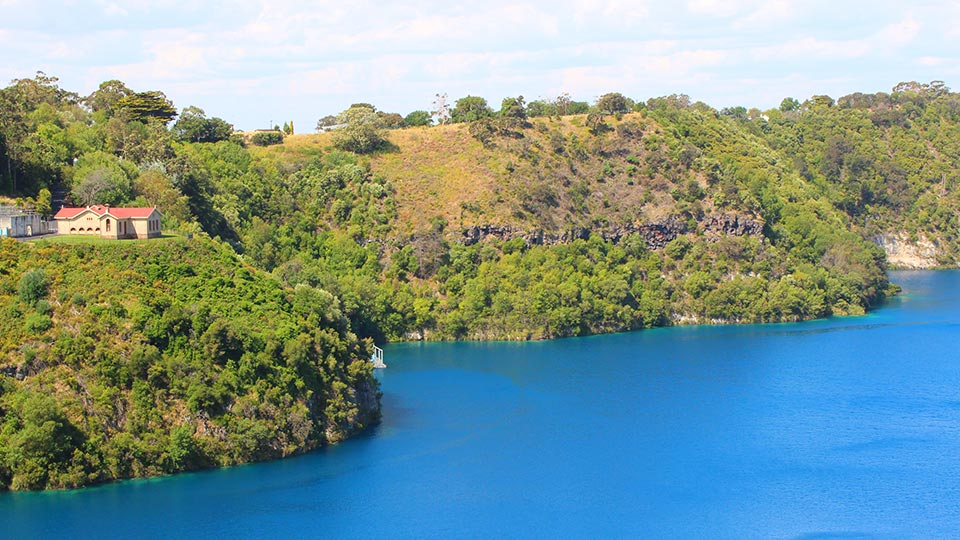 Travel guide to Mount Gambier, SA: things to do, where to eat and stay