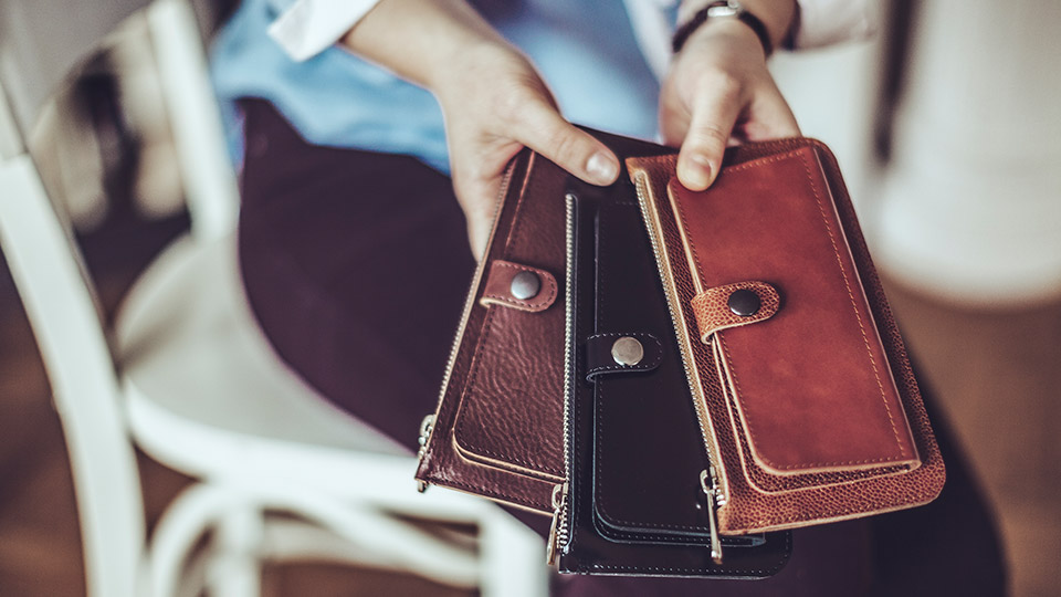 6 main reasons to have leather wallets